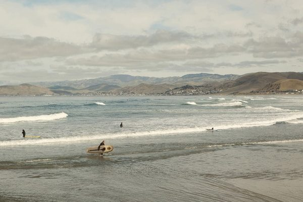 Surfers_MorroRockBeach_2012©CarolineChevalier