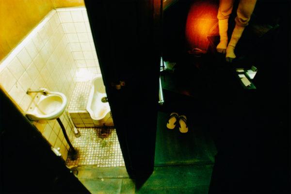 05_Eriko Koga_Asakusa Zenzai_Toilet_2004_24×36mm